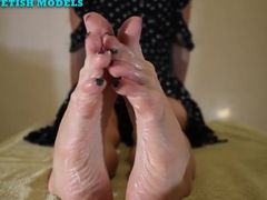 NICOLE'S FEET IN A LOTION PARTY feat. SUMMER MADNESS