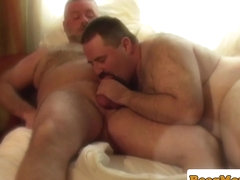 Mature leather bear Jay Ricci jerks outdoors