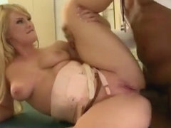 Fine-looking breasty Bonnie Rose is giveing a friendly blowjob