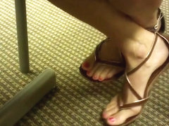 Candid Diatician Toe wiggling in Sandals