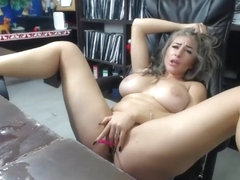 Milf squirting then clean up