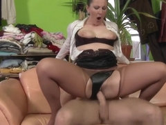 Kinky Ho Gets Pissed On