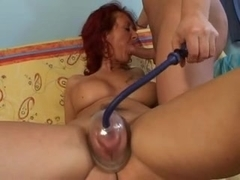 Mom pumping her tasty cunt & have a sex