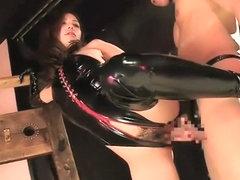 Порно в латексе с вырезанными отверстиями