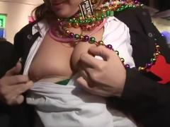 Mardi gras grandes tetas desnuda