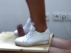 Sneakers Cock Trampling Crushing - CBT Trample