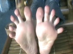 Big Asian Feet and Toe Spreading